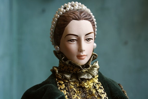 Doll Of Queen Elizabeth Of Spain