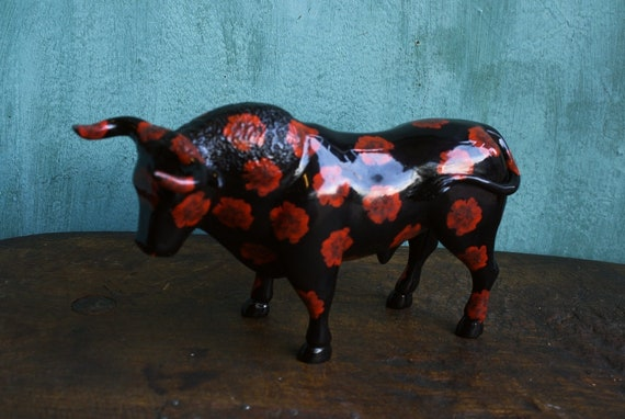 Black Bull Figurine, Carnation Bull Statue, Black Taurus, Flower Bull, Flower Power Bull, Taurus Figurine, Year of the Ox, Bull Parade, Toro