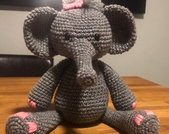 Crochet Elephant Pattern - thefriendlyredfox.com | 270x340