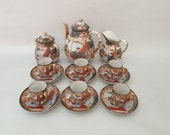 Antique porcelain Japanese Satsuma tea- or coffeeset, tea- or coffeepot, creamer, sugar bowl and 6x cup and saucer, marked