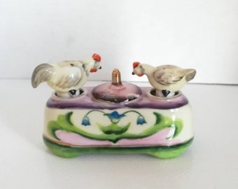 SALT and pepper SHAKERS in shape of chicken porcelain made by the Japan 1950