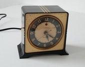 ART DECO Table year 1930 bakelite GE clock
