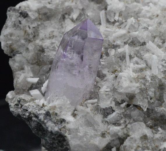 Minéraux bruts AMETHYST - Cristaux d'Améthyste sur gangue 71,3 grammes - AMETHYST bruts - Veracruz, Mexique 389ac5