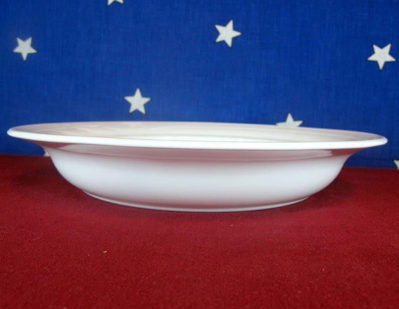 "Corning /""Casual Elegance/"" L-31 White Flora Leaf Oval Casserole Dish w//Lid"
