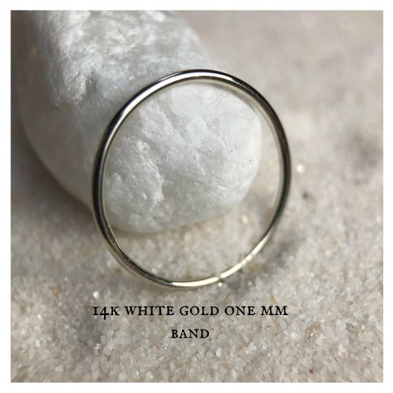 Vintage 14k White Gold Minimalist Band Ring with engraved Eyelids Wedding Promise or Stackable sz 7 w