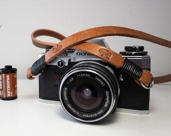 MARRONE leather shoulder strap for the camera. Customizable length. True Italian Leather - FREE SHIPPING - Free Shipping
