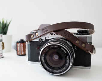 Leather camera strap. Color brown testa di moro. Handmade in Italy with genuine Leather. Personalized lenght