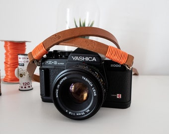 Black leather camera strap. Red wire color personalized. Custom lenght. Vintage camerastrap