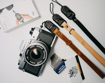 Custom Leather PEAK DESIGN camera strap. Color BLACK Handmade in Italy with genuine Leather. Personalized lenght.