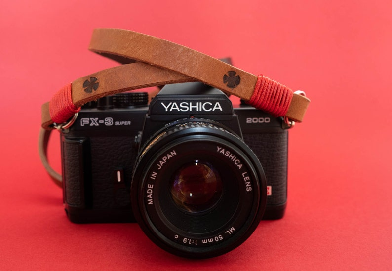 Leather camera strap. Color brown and red. Lenght image 0
