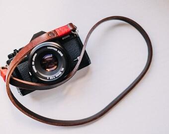 Tracolla in vero CUOIO per fotocamera Mirrorless o Reflex SPEDIZIONE GRATIS - Camera Strap marrone e rosso pelle leather vintage cinghia