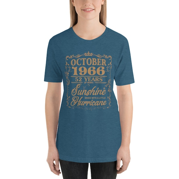 Octobre 1966 52 ans soleil d'être l'ouragan soleil ans T-Shirt 74c3b1