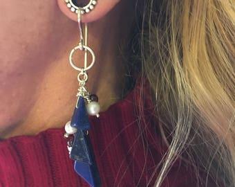 Tunnel earrings in lapis lazuli, pearl, garnet