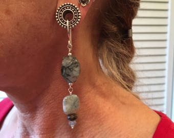 Tunnel earrings in rutile quartz and agate