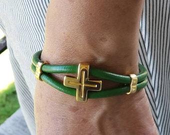White 4mm premium Italian leather bracelet with rhinestone tube.