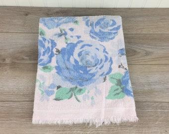 Vintage Bath Towel w/ Fringe, 21'' x 39.5'', Large Powder Blue Flowers on Light Pink, Retro, Mid Century, Bathroom Decor, Cotton Towel