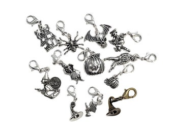 Pack of 10 Tibetan Silver Bat Charms Halloween Witch Wizard 21mm x 15mm