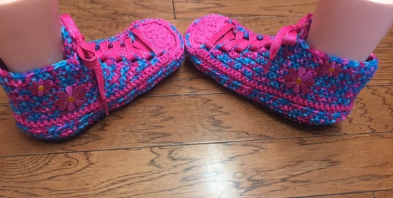 slippers 8 165 crocheted sneaker sneakers Slippers daisy pink shoes Tennis Shoe slippers Sneaker flower house Crocheted 10 Womens slippers CwFp01qx