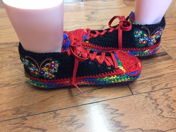 sneakers butterfly slippers tennis butterfly slippers 7 rainbow shoes slippers butterfly shoe sneaker sneakers 300 Crocheted rainbow Size 9 t7Pqw