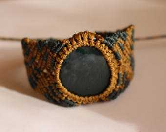 bicolored Macrame bracelet with green Musky agate Cabochon