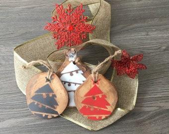 Ornamental wood, Christmas decoration, Christmas tree, Rustic, Christmas decorations, wooden Christmas balls to hang, Christmas printed