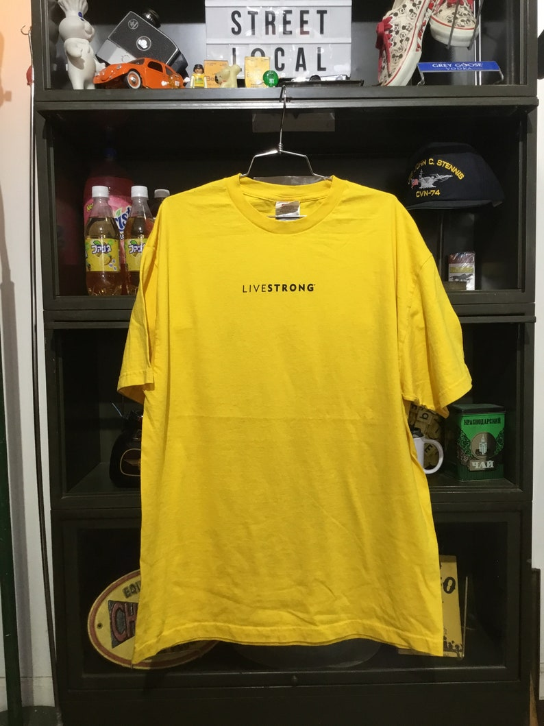 Vintage Livestrong Lance Armstrong Foundation T-Shirt image 0
