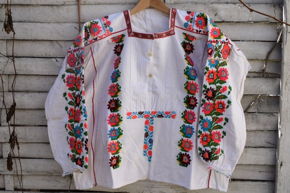 Vintage traditional (1950's) woman's embroidered l