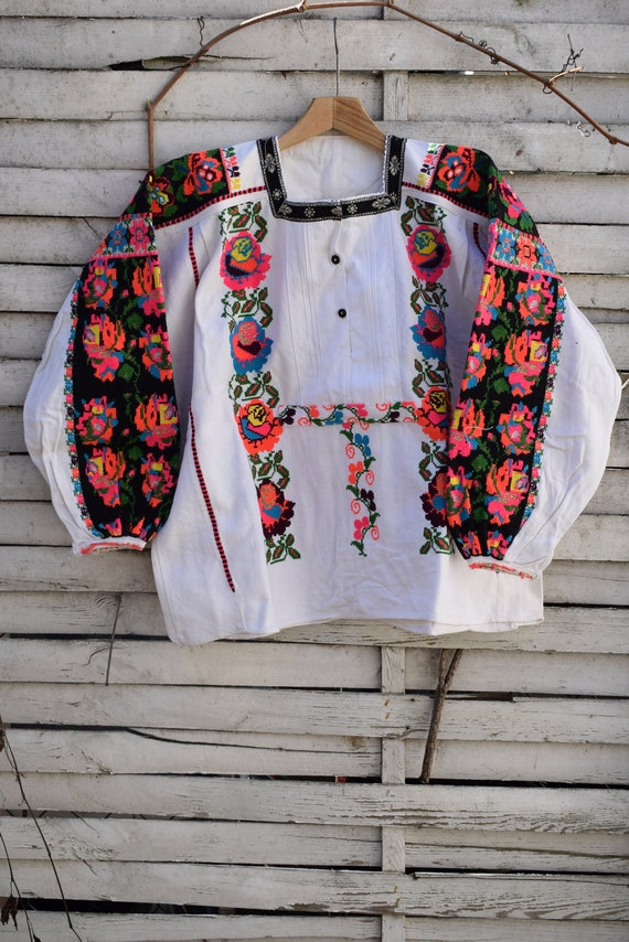 Traditional vintage (1950's) woman's embroidered l