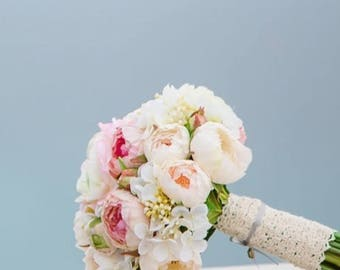 Bridal bouquet Romy Romantic in pink and lace