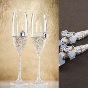 Engraving Gold Wedding Set Champagne Glasses With Key and Lock Hand Painted Cake Server Set Wedding Christmas Glasses Gold Bride Groom