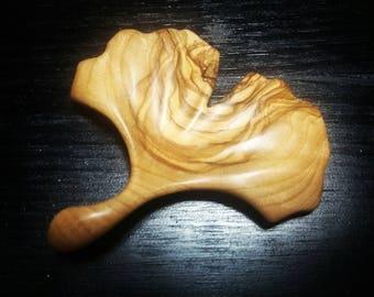 Brooch ginkgo in olive wood
