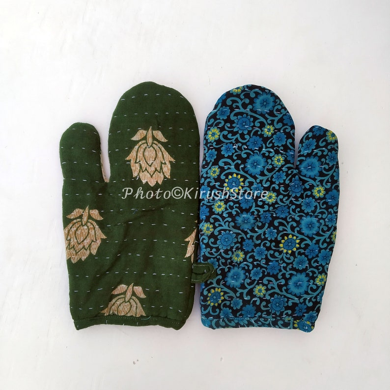 Christmas oven gloves Oven Mitts Christmas gift, Kitchen gloves Pot Holders Set Of 2 Pcs Kantha Oven Gloves