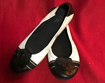 NWOT Black and white Espirit e360 leather flats.