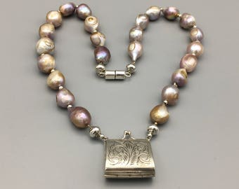 Exclusive necklace with Baroque freshwater pearls