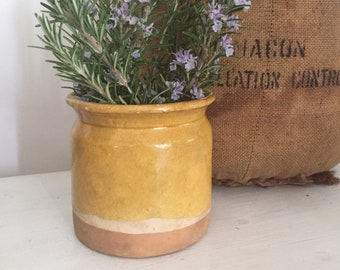 Small French vintage confit pot, 19th. 4-1/2 tall. Mustard glazed terracota pottery. Honey, olives, pickles storage. Rare & original shape.