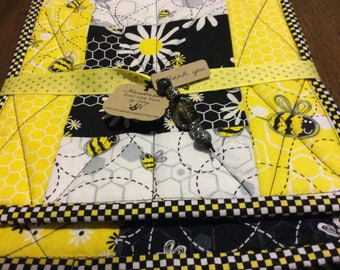 Bumble bee placemats with hot pad