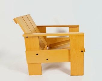 Dutch design - Gerrit Rietveld - Spectrum - crate chair - Junior - CCLS 00369 - 2000