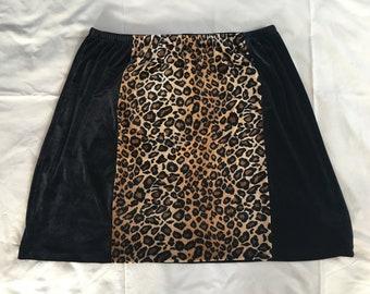 Black Velvet and leopard print Skirt // Size XL //