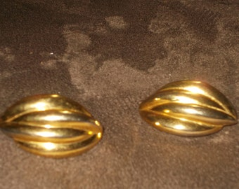 Vintage Golden Shell Clip on Earrings Free Shipping