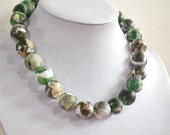 "Paper bead necklace, ""Olive"", made with love"