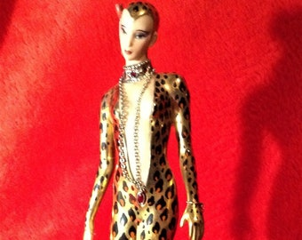 Franklin Mint figurine lady with leopard, handpainted issue A 1613.