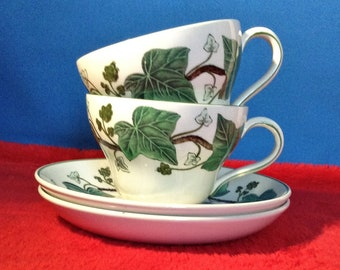 2 Teacups and saucers, Napoleon ivy, Wedgwood of etruria, pottery.