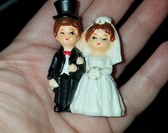 Vintage Bride & Groom Figurine 2.5 inches tall. Absolutely adorable miniature.