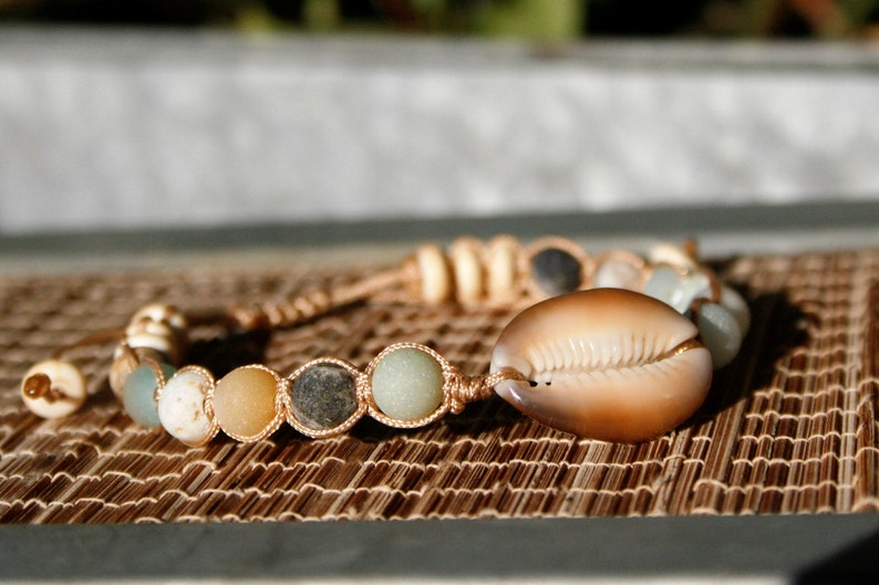 men jewelry chakra stone boho jewelry macrame gift for her Cowrie shell bracelet with Amazonite /& Howlite semi precious stones unisex