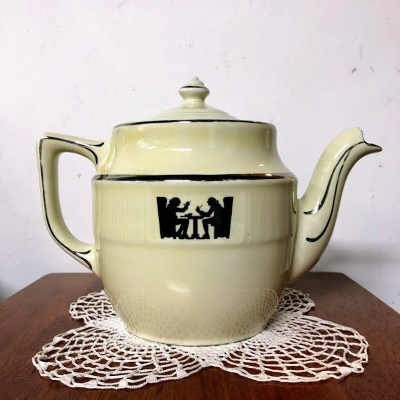 Vintage Hall Superior Quality Kitchenware Silhouette Large 8 Cup Medallion Teapot
