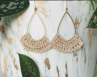 Hanging earrings crocheted with cream lace yarn and gold thread for women's tall model