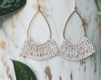 Hanging earrings crocheted with white lace yarn and gold thread for women's tall model