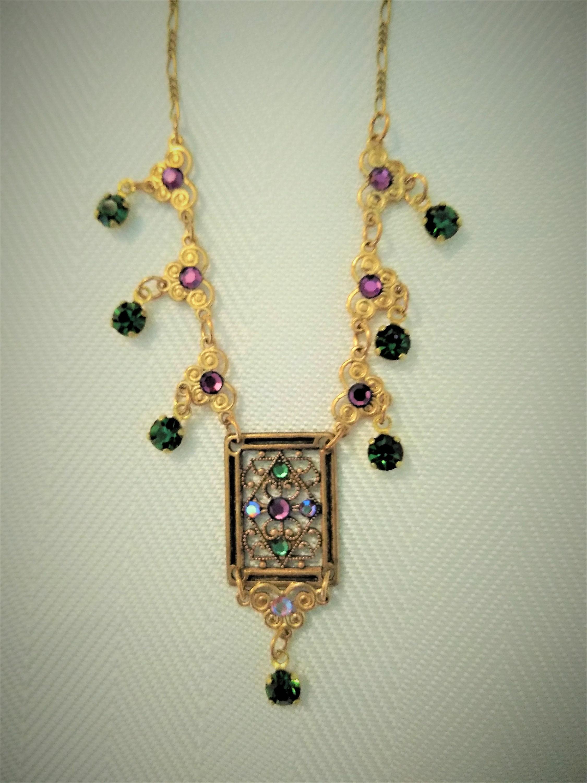 matching chain with Beautiful detail Vintage Gold tone Locket Rhinestone Design