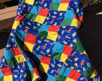 Quilt for kids that love spaceships.