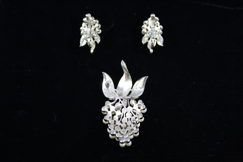 1960s Crown Trifari Pearl Grape Cluster Brooch and Earrings 60s Vintage Silver Tone and Pearl Jewelry Set
